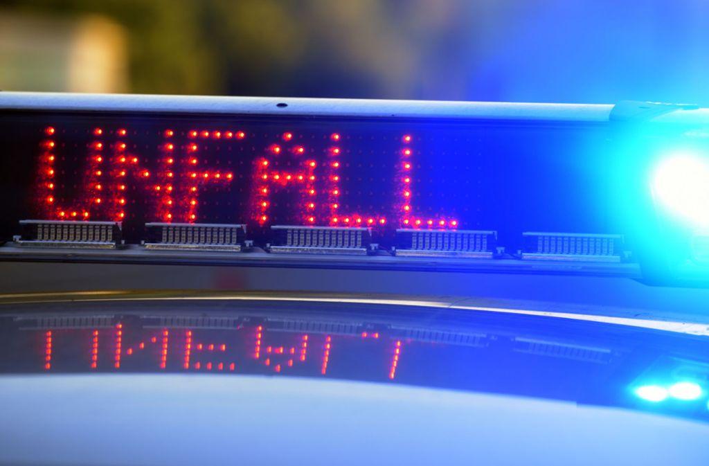 Unfall Esslingen - 19-jähriger Autofahrer landet in Schaufensterscheibe - Stuttgarter Zeitung