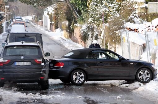 Blitzeis hält Stuttgarter Polizei in Atem
