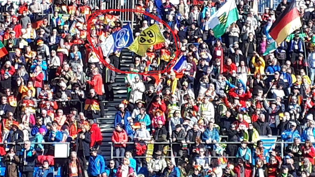 Volltreffer Bei Der Biathlon Wm Unvorstellbar Schalke Fans Und Bvb Anhanger Gleichzeitig Im Gluck Sportmeldungen Stuttgarter Zeitung