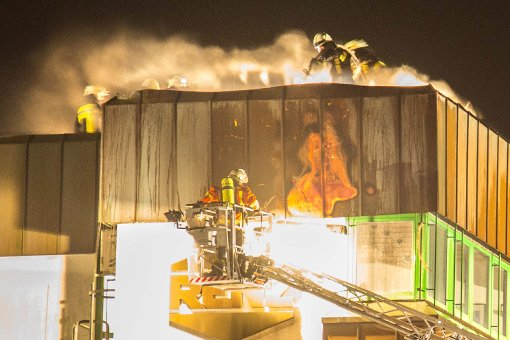 Dachbrand in Metallwarenfabrik