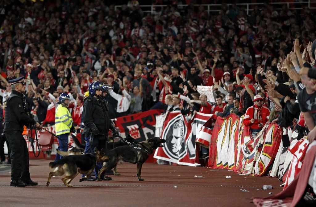Europa League Bei Arsenal Fans Des 1 Fc Köln Sorgen Für
