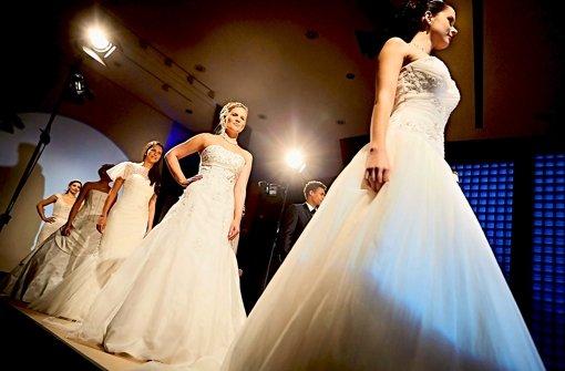Nach wie vor ein Muss: das weiße Brautkleid. Foto: Heinz Heiss