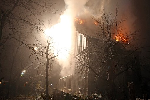 Mordhaus steht erneut in Flammen