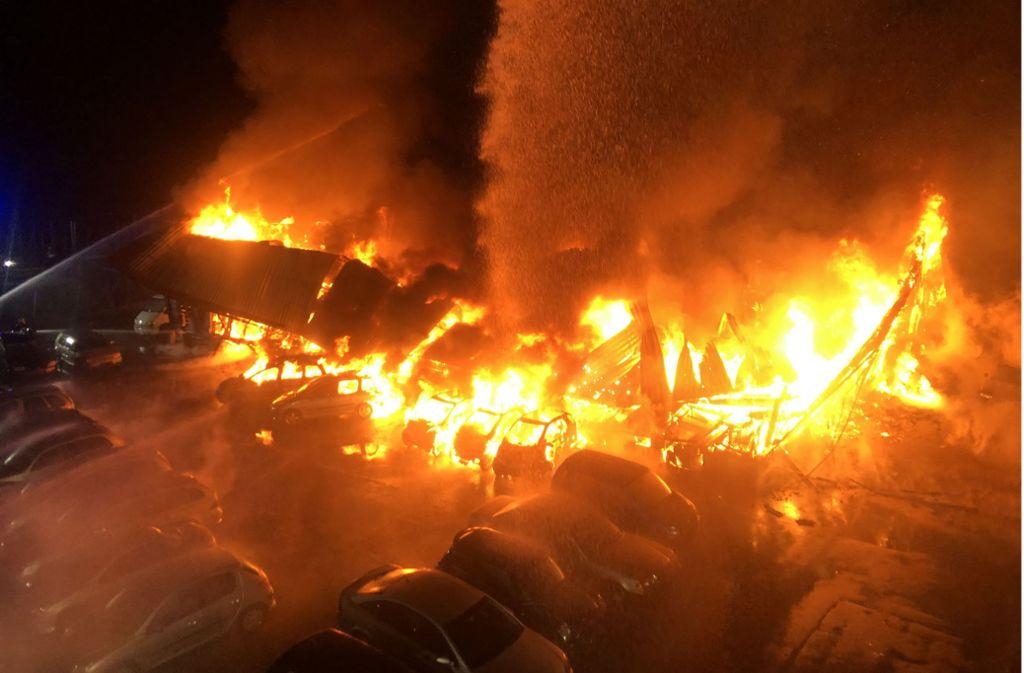 Millionenschaden am Bodensee: Oldtimer-Sammlung geht in Flammen auf – Ferrari und Porsche zerstört