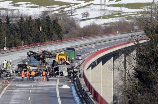 Brückenbelag wird nach Unfall repariert
