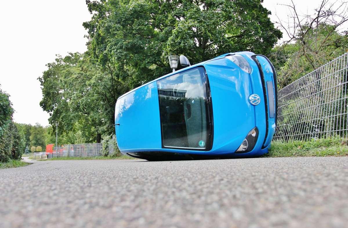 Unfall In Winnenden Autofahrer Kracht Gegen Kita Zaun Fahrzeug Kippt Um Rems Murr Kreis Stuttgarter Zeitung