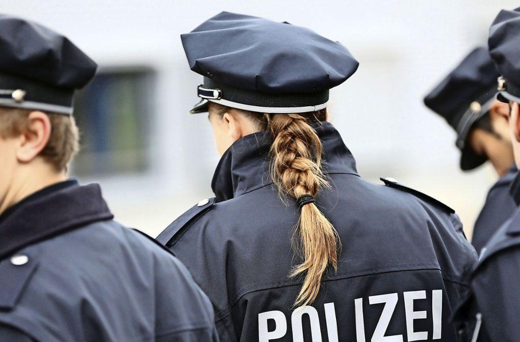 Frau Polizeibeamtin Schwarze SG /Mann