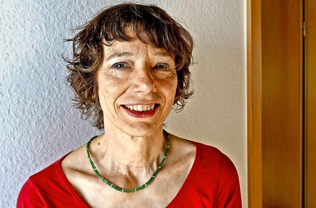 Frau, die nach 50 datiert