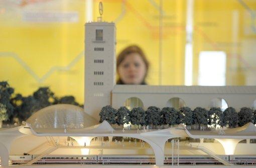Der Tiefbahnhof habe die doppelte Kapazität wie der bestehende, wurde einst auch gegenüber der EU-Kommission Foto: dpa