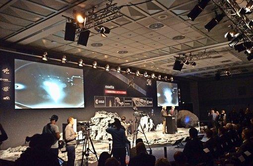 Die Kamera der Landeeinheit Philae überträgt zum ersten Mal ein Bild Foto: Ulrich Stolte