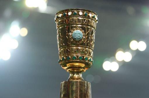Der VfB Stuttgart trifft im Viertelfinale des DFB-Pokals wieder auf einen Zweitligisten - dieses Mal empfangen die Schwaben den VfL Bochum. Der Kracher des Viertelfinales findet in der Allianz-Arena statt: Rekordmeister FC Bayern München empfängt Double-Gewinner Borussia Dortmund. Foto: dpa