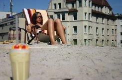 Der bStadtstrand/b, mit seinen 120 Tonnen Sand, hat bei regenarmem und sonnigem Wetter geöffnet. Und zwar montags bis freitags von 12 bis 23 Uhr und am Samstag und Sonntag von 12 bis 24 Uhr.pp   Foto: Privat