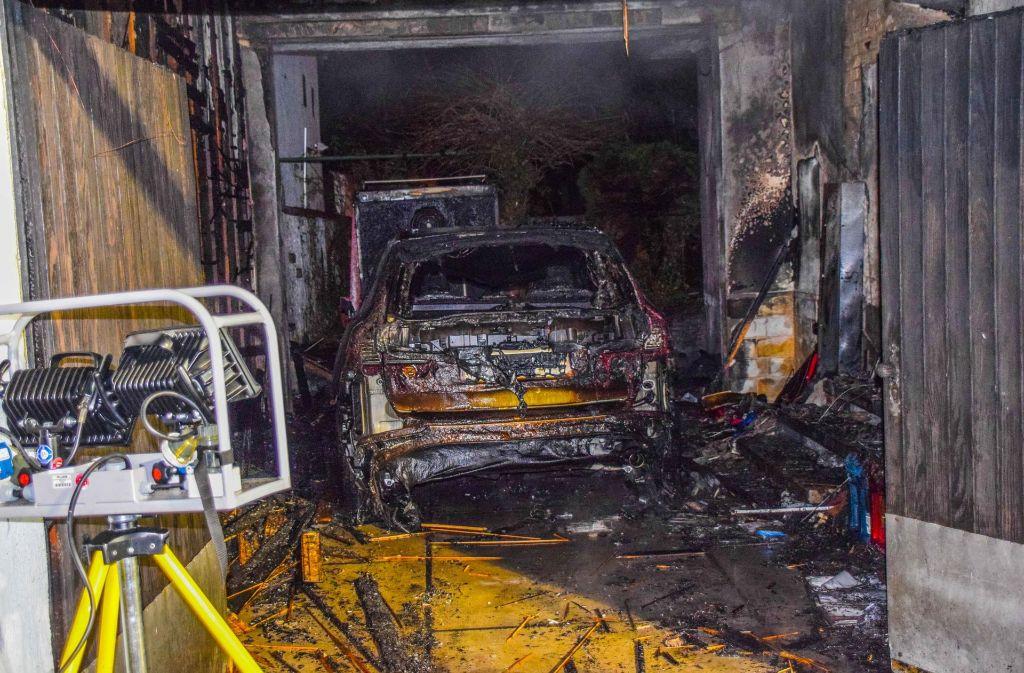 baden w rttemberg teures auto brennt in garage aus baden w rttemberg stuttgarter zeitung. Black Bedroom Furniture Sets. Home Design Ideas