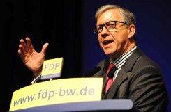 Der FDP-Politiker bWalter Döring/b war von 1996 bis 2004 Wirtschaftsminister von Baden-Württemberg und von 1999 bis 2004 stellvertetender Bundesvorsitzender der FDP. Im Jahr 2004 stolperte der 1954 geborene Döring über eine umstrittene Spende des PR-Unternehmers Moritz Hunzinger im Rahmen des Flowtex-Skandals. Im Zuge dessen wurde Döring zu neun Monaten Haft auf Bewährung und einer Geldauflage in Höhe von 20.000 Euro verurteilt. Im November 2012 bewarb sich Döring für die Spitzenkandidatur der baden-württembergischen FDP für die Bundestagswahl 2013, er zo seine Kandidatur allerdings zurück und Dirk Niebel wurde zum Spitzenkandidaten gewählt. Foto: dpa