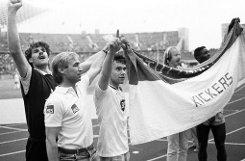 Unter bDieter Renner/b (zweiter von links), der die Blauen von 1985 bis 1987 trainierte, feierten die Kickers einen ihrer größten Erfolge: 1987 zogen sie ins DFB-Pokalfinale ein, in dem sie am 20. Juni gegen den Hamburger SV allerdings mit 1:3 den Kürzeren zogen.br Foto: Pressefoto Baumann