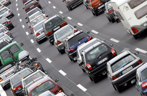 A8: Kilometerlanger Stau nach Lkw-Unfall