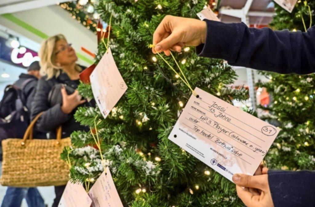 Wunschbaumaktion: Arme Kinder werden an Weihnachten reich beschenkt ...
