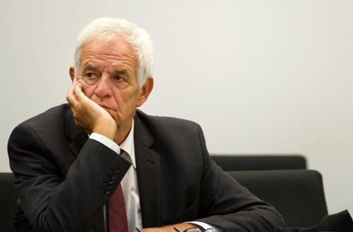 Minister Stickelberger in der Bredouille