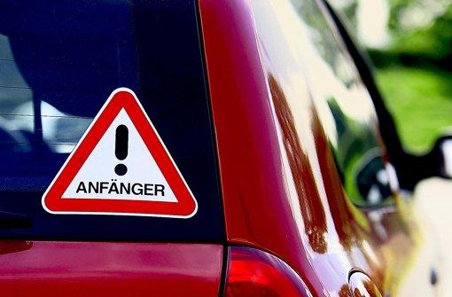 Ein Aufkleber am Auto tut's nicht. Foto: Achim Zweygarth