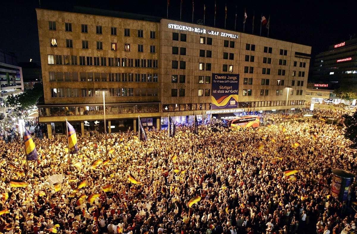 Aus dem Archiv der Stuttgarter Zeitung: Stuttgarter feiern 2006 den Weltmeister der Herzen