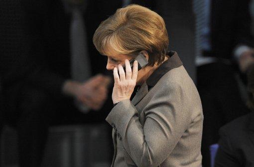 Opposition attackiert Merkel