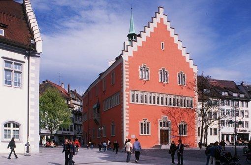 Im Rathaus von Ravensburg würde man zu gerne die Gewerbesteuermillionen der WGV aus Stuttgart behalten wollen. Foto: StZ