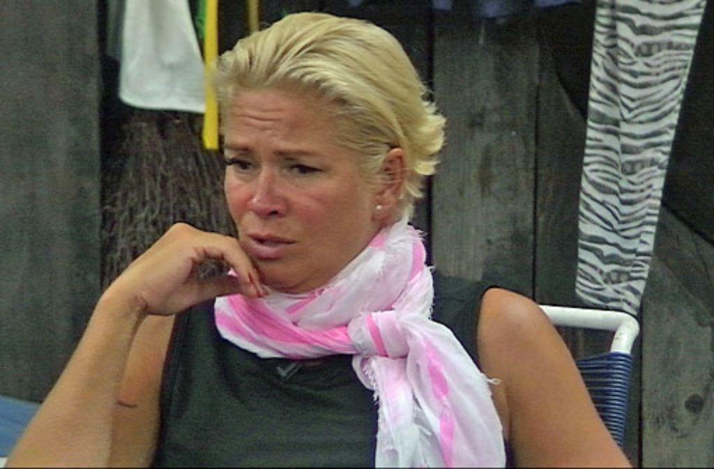 Promi Big Brother 2014 Tag 3 Claudia Effenberg Auf Halber Treppe