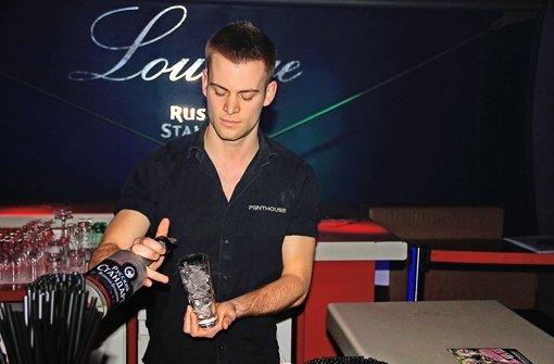 Florian Wohlgemuth mixt coole Getränke für jeden Geschmack Foto: Dario Nassal