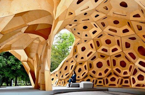 Bei diesem Holzpavillon der Universität Stuttgart gleicht kein Bauteil den anderen. Foto: ICD