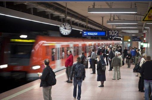 Langfinger lauern an Bahnhöfen