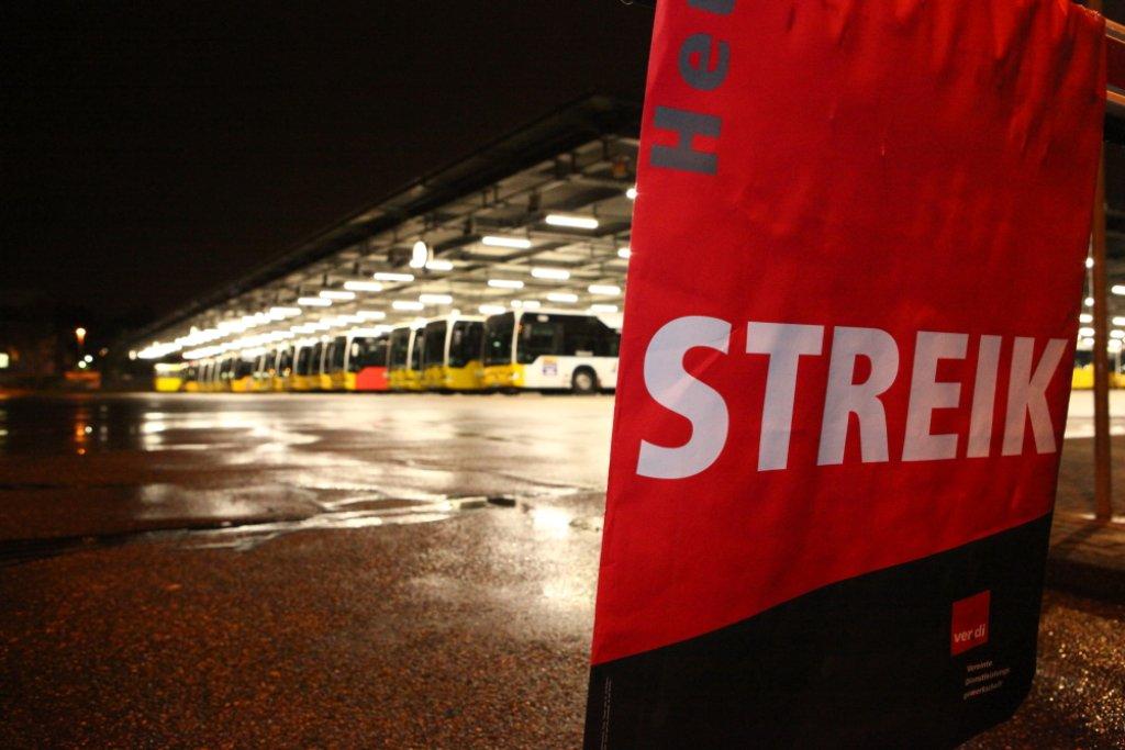 Warnstreik In Stuttgart Ssb Busse Und Bahnen Bleiben Im