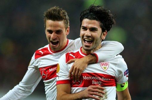 Martin Harnik und Serdar Tasci feiern den 5:1-Sieg gegen Steaua Bukarest. Foto: EPA
