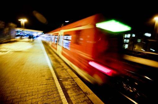 Beim Austreten vom Zug erfasst