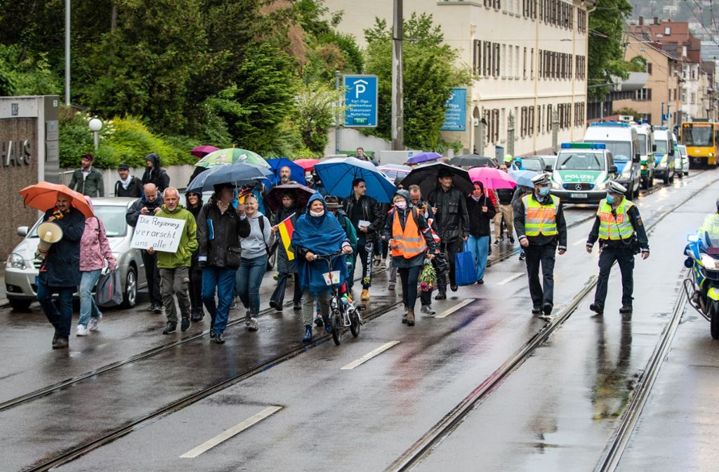 Coronakrise in Stuttgart: Viele Demos, aber viel weniger Teilnehmer