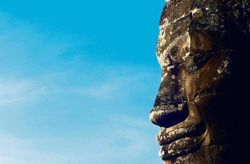 Durch falsche Restaurierungsarbeiten haben sich viele prächtige Statuen in Angkor Wat schwarz verfärbt. Foto: Bendl