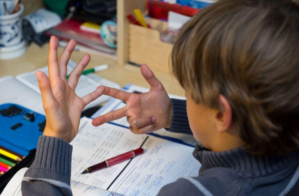 Zehnjähriger ruft aus Verzweiflung über Hausaufgaben die Polizei