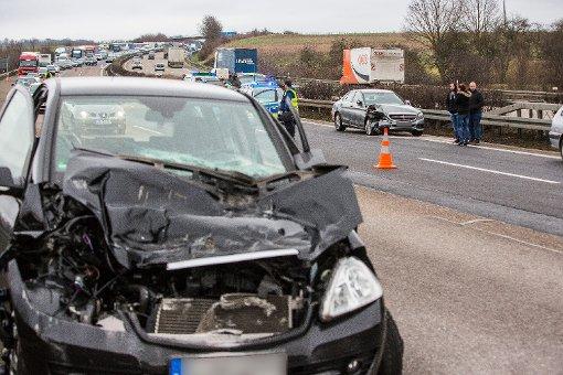 Vollsperrung nach Unfall mit Sattelzug