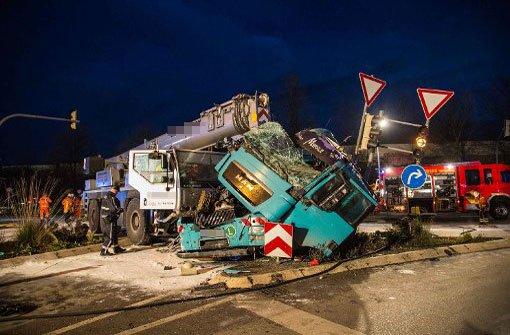 B14 nach Lkw-Unfall komplett gesperrt