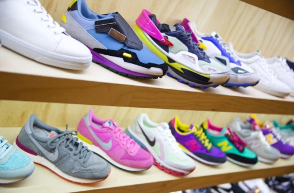 b8ec60ace3c4c Sneakers von Adidas und Nike sind auf dem Markt gefragt. Besonders die  Schuhe von Rapper