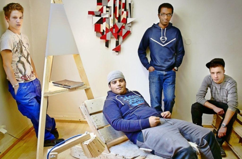 arbeitshilfe schicke m bel aus alten paletten gebaut stuttgart stuttgarter zeitung. Black Bedroom Furniture Sets. Home Design Ideas