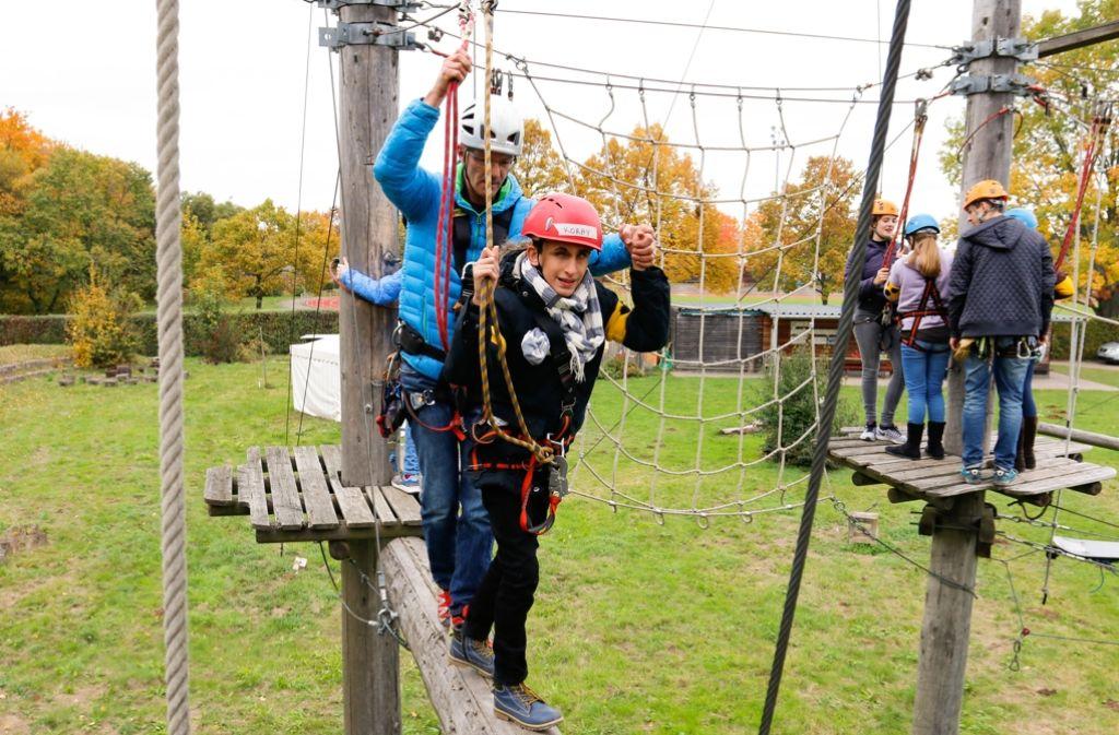 Klettergurt Tauschen : Sehbehinderte im schmidener sportpark: mit blindem vertrauen durch