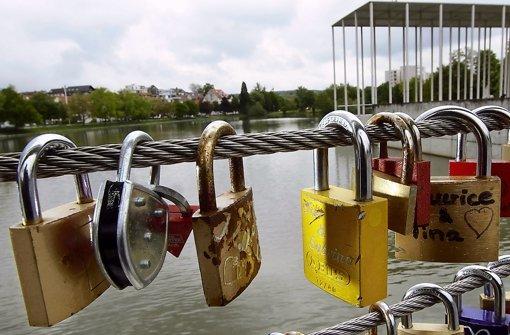 Noch duldet die Stadt Böblingen die Liebesschlösser an der Albabrücke. Foto: factum/ Bach