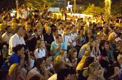Während Fußball-Länderspielen fiebern die Massen mit ... Foto: Michael Steinert