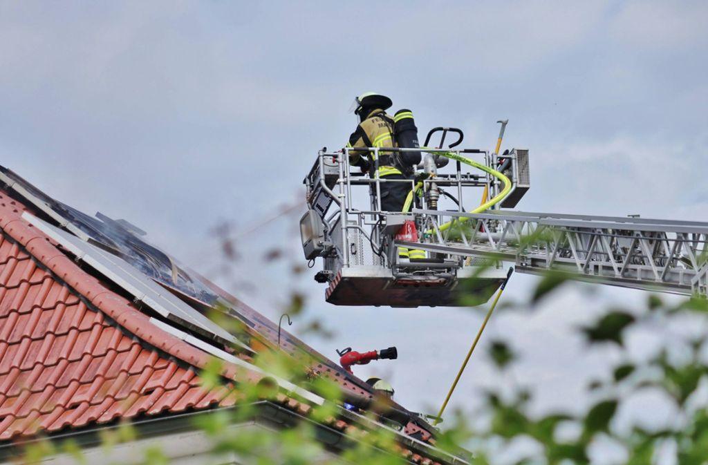 Feuer in Affalterbach: Dachstuhl brennt komplett aus - Landkreis Ludwigsburg - Stuttgarter Zeitung