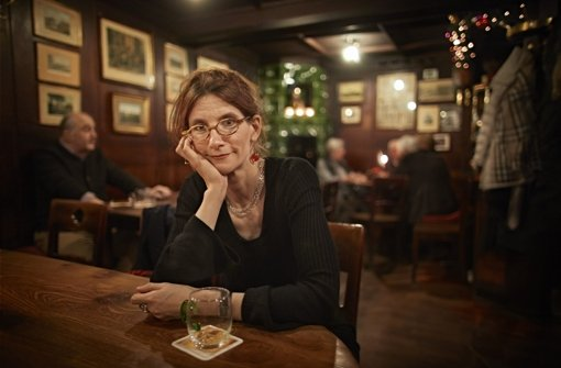 Kommt in ihrer Weinstube zur Ruhe: Anna Katharina Hahn. Foto: Heinz Heiss