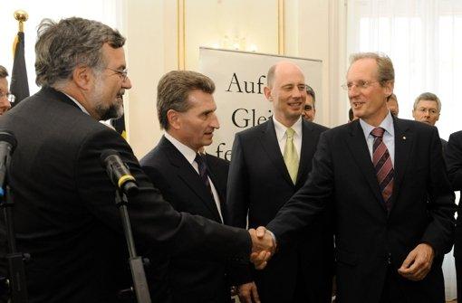 Von links: Bahnvorstand Garber, Ministerpräsident Günther Oettinger und OB Foto: dpa