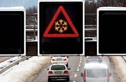 Momentan ist die Verkehrslage in der Region Stuttgart durch Schnee und Eis nicht beeinträchtigt. Das kann sich bei den aktuellen Temperaturen aber schnell ändern. (Symbolbild) Foto: dpa