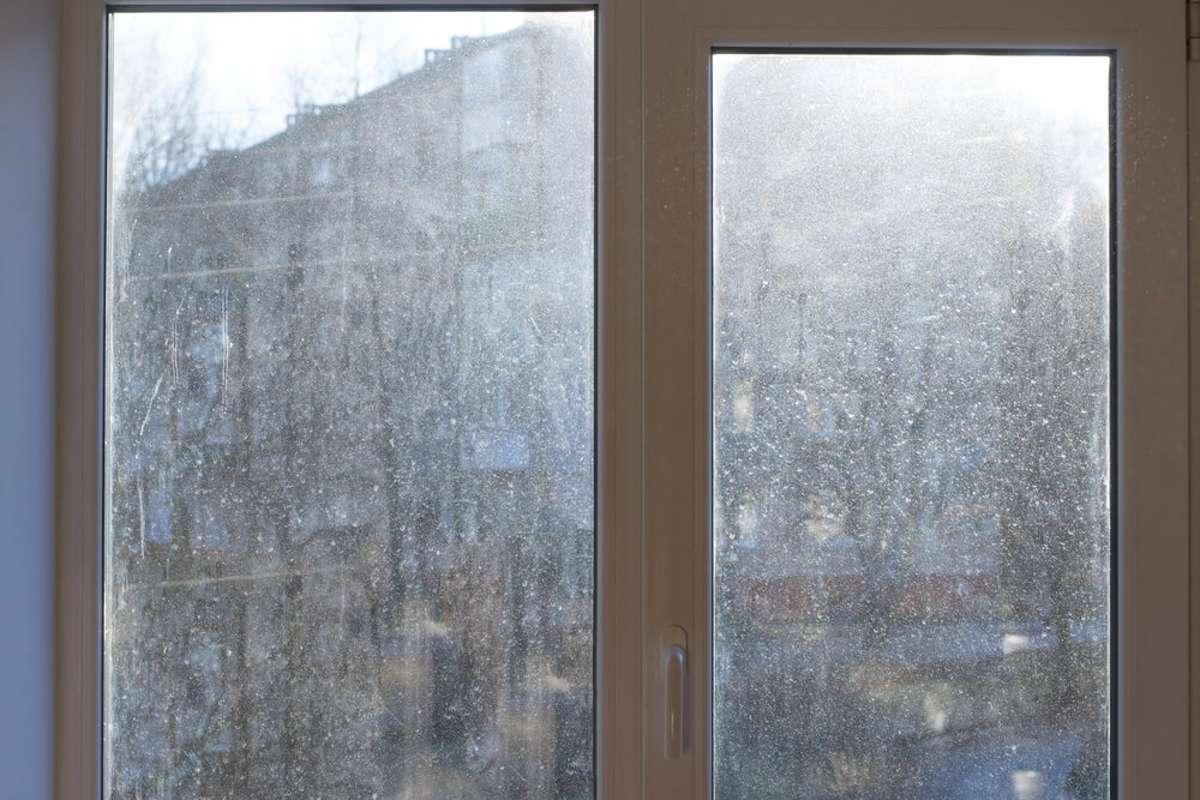 Kalkflecken von Fenstern entfernen 20 Hausmittel