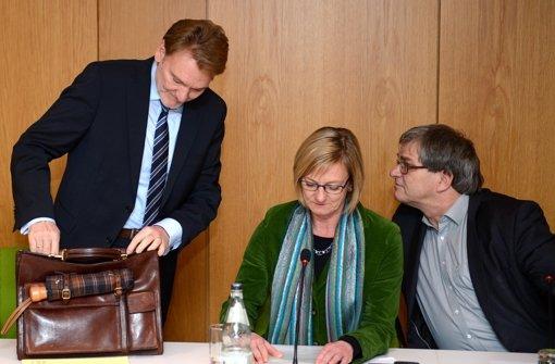 Edith Sitzmann (Mitte) weist nach einem Treffen am Dienstag die Vorwürfe von Volker Kefer zurück. Foto: dpa