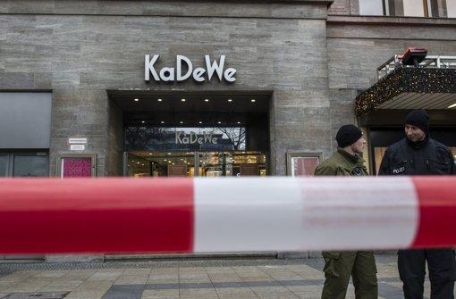 Maskierte Männer überfallen Kaufhaus
